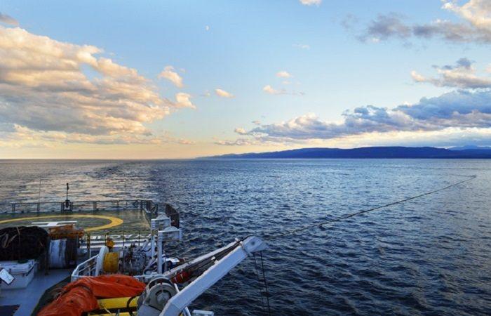 море с лодки