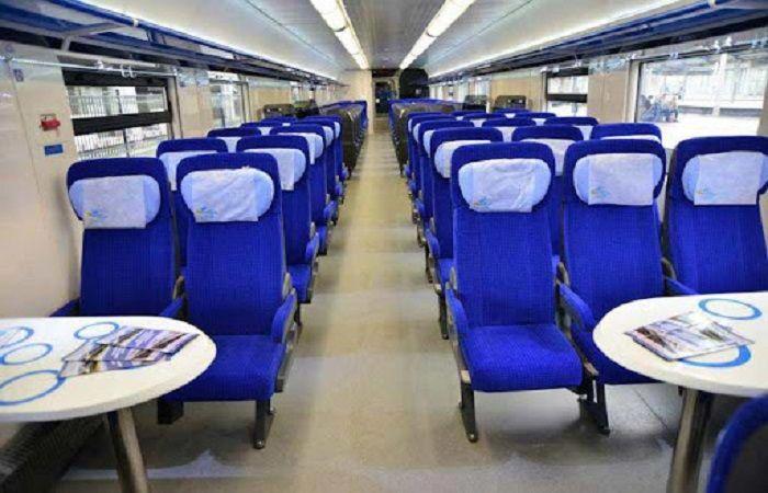 кресла в вагоне