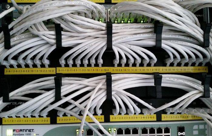 много кабелей