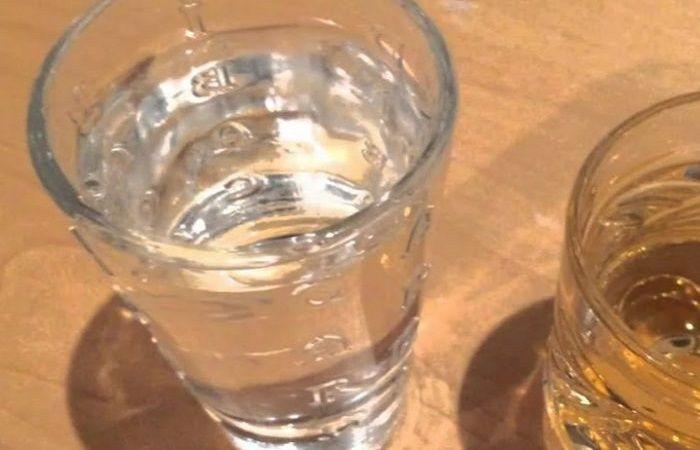 водка на столе