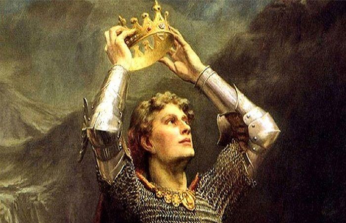 надеть корону