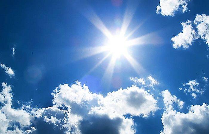 светит солнце